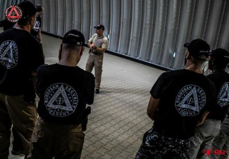 Hangar pour exercices intérieurs